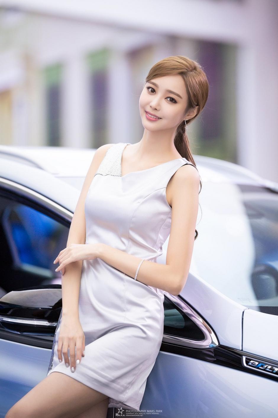 韩国美女车模郑恩惠车展写真气质迷人
